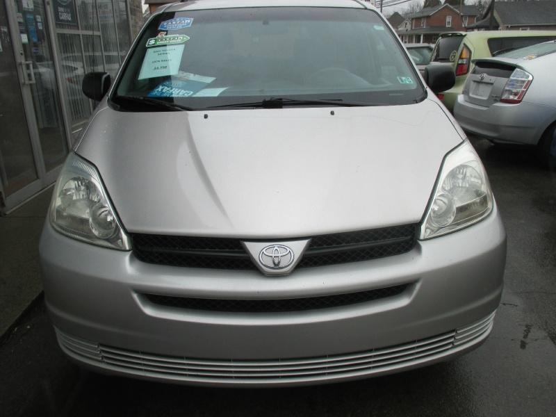 Toyota Sienna 2005 price $2,750