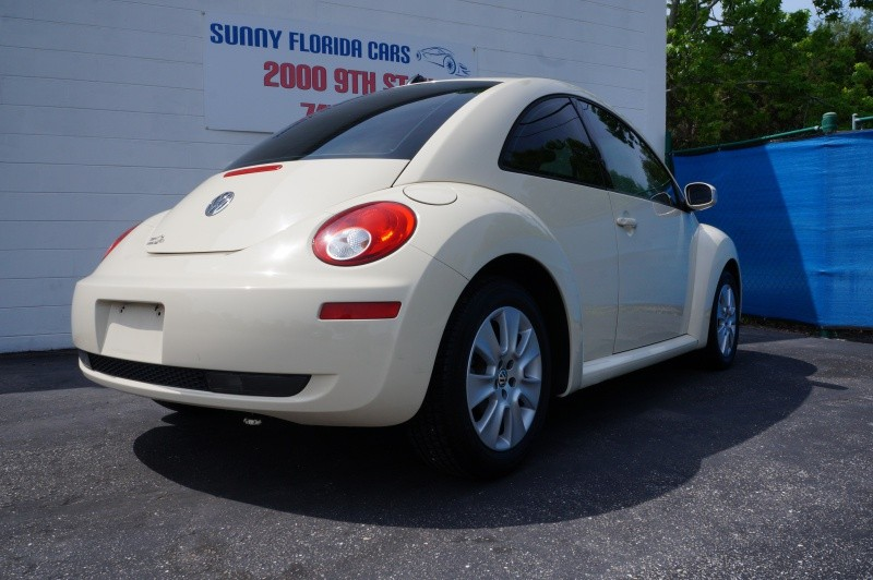 Volkswagen New Beetle Coupe 2008 price $5,500