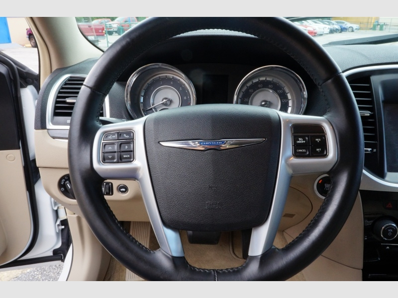 Chrysler 300 2013 price $9,900
