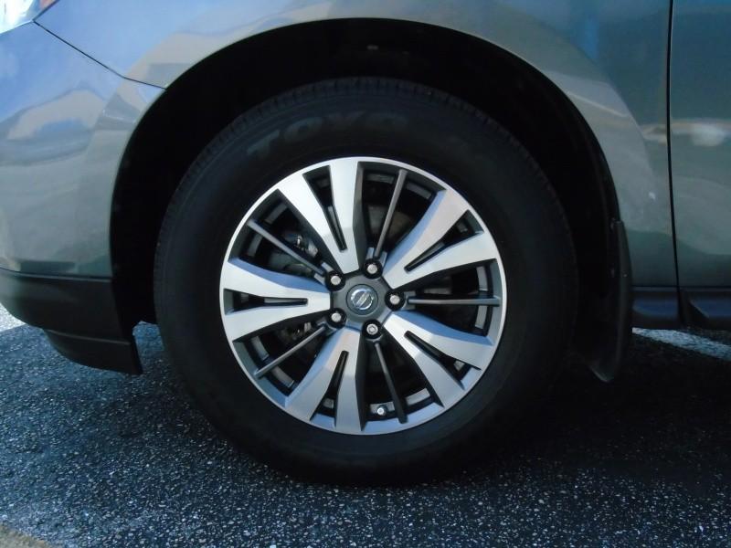 Nissan Pathfinder 2017 price $17,900