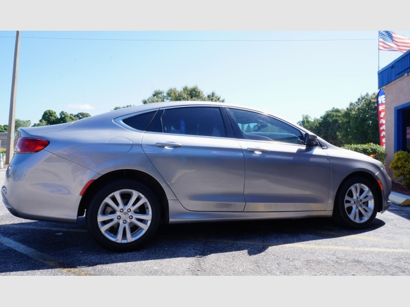 Chrysler 200 2015 price $10,900