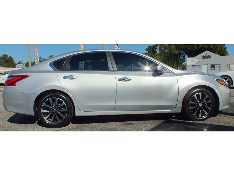 Nissan Altima 2017 price $13,900