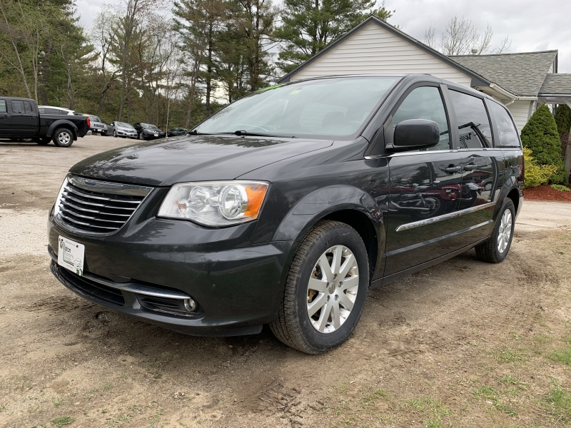 Chrysler Town & Country 2012 price $5,895