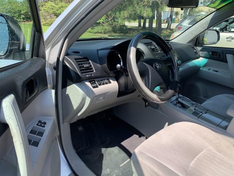 Toyota Highlander 2012 price $12,985