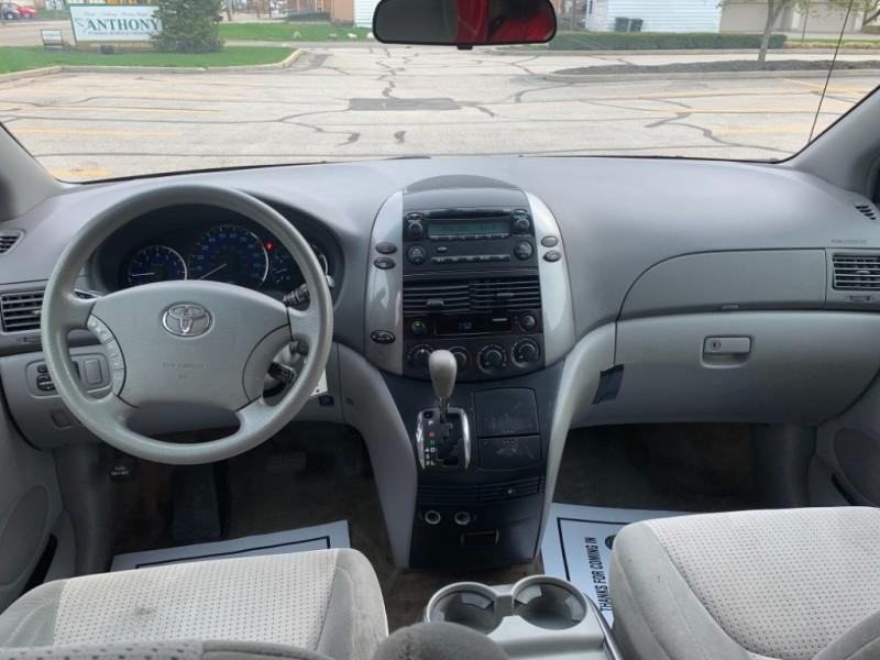 Toyota Sienna 2008 price SOLD