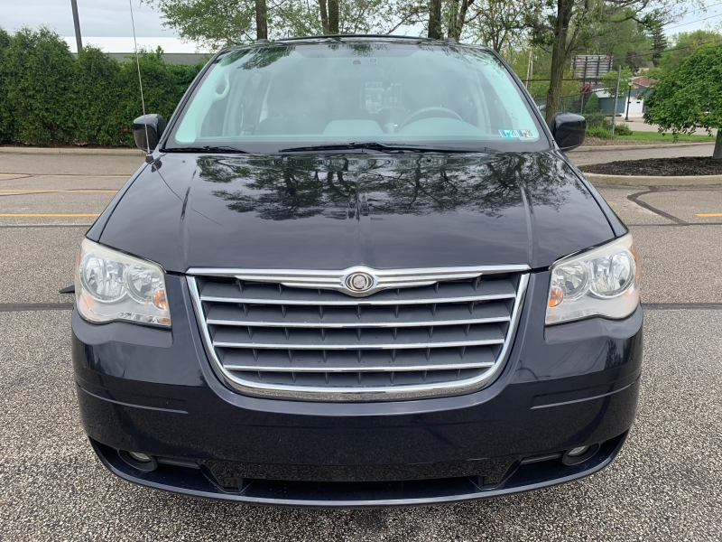 Chrysler Town & Country 2010 price $12,995