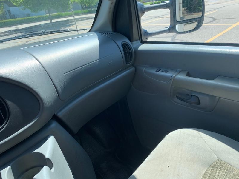 Ford Econoline Wagon 2005 price SOLD