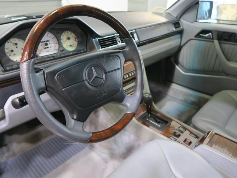 Mercedes-Benz 300 Series 1993 price $11,999