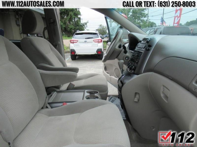 Toyota Sienna 2009 price $10,595
