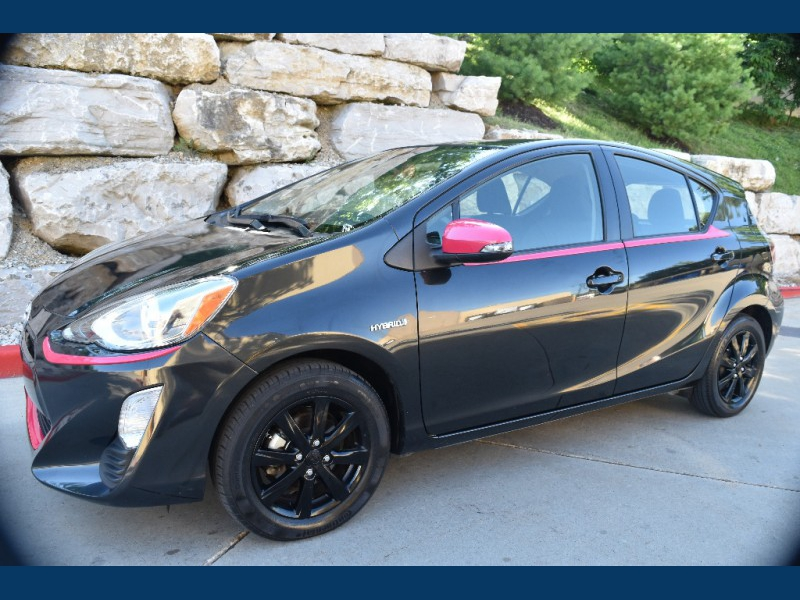 Toyota Prius c 2016 price $11,900