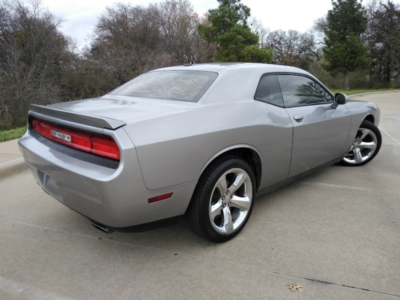 Dodge Challenger 2013 price $9,990