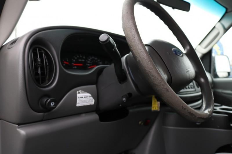 Ford Econoline Cargo Van 2006 price $8,990