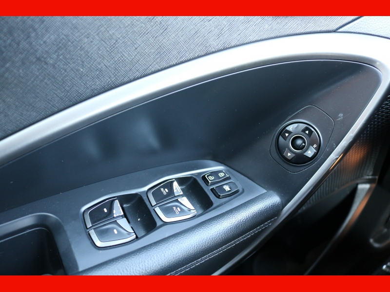Hyundai Santa Fe 2018 price $23,990