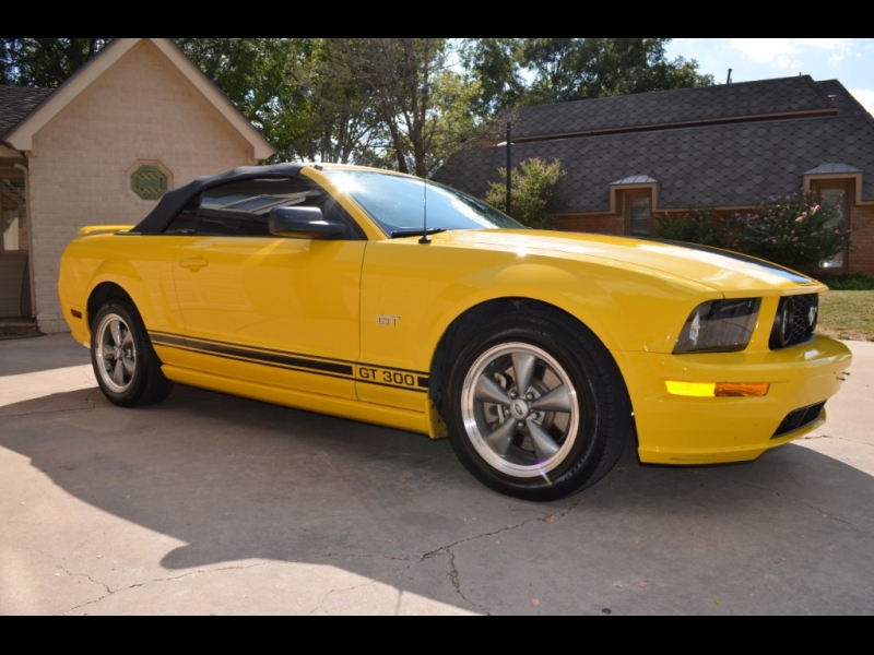 Ford Mustang 2006 price $8,500