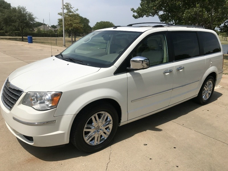 Chrysler Town & Country 2008 price $5,500