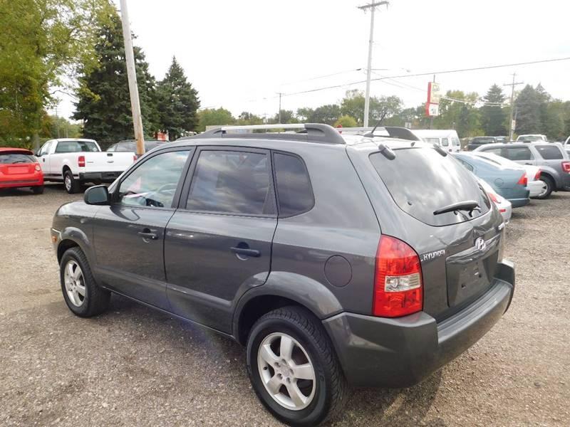 Hyundai Tucson 2008 price $3,300