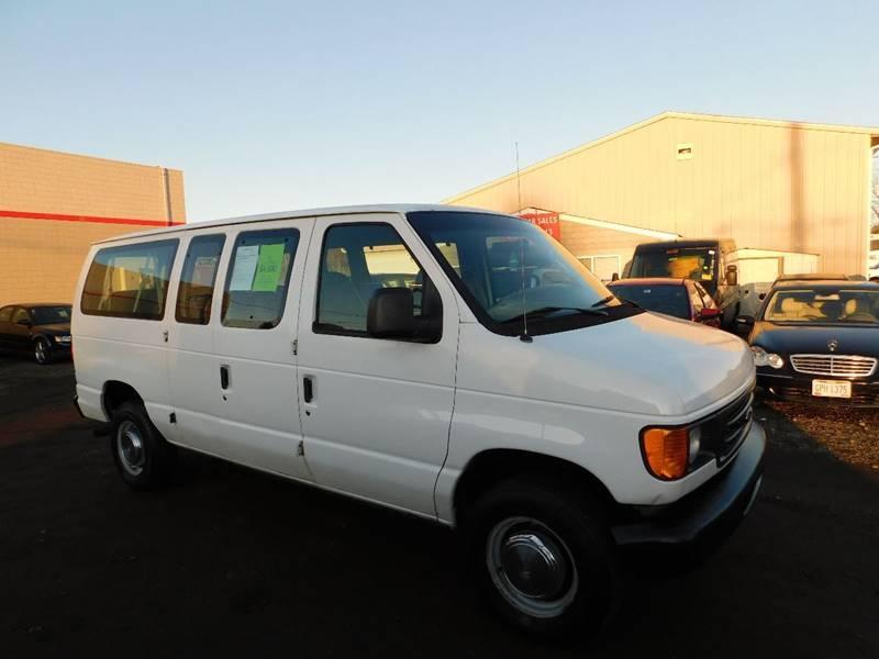 Ford E-Series Wagon 2004 price $4,990