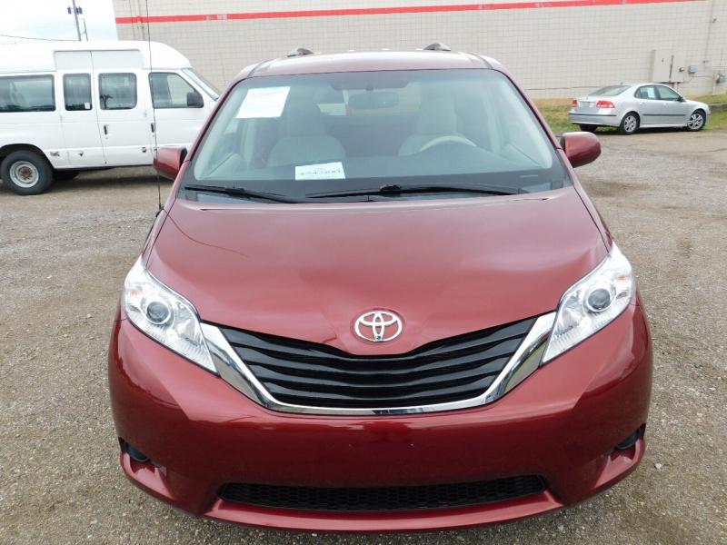 Toyota Sienna 2014 price $24,990