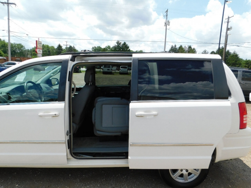Chrysler Town and Country 2010 price $12,500