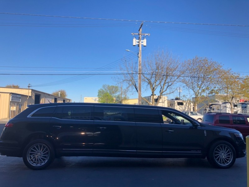 Lincoln MKT Town Car Limousine 2013 price $13,995