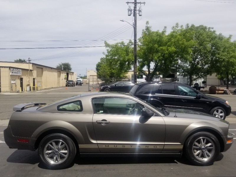 Ford Mustang 2005 price $8,995