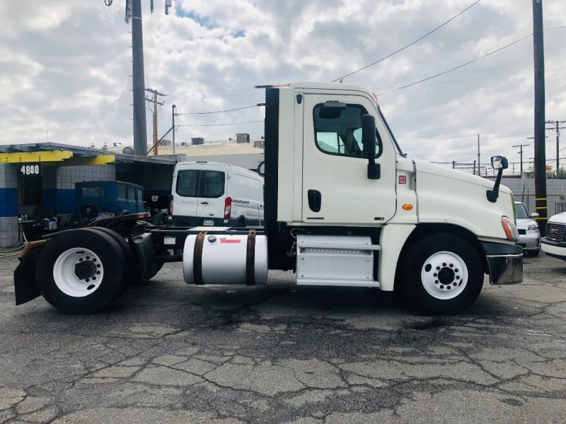 Freightliner CASCADIA 2012 price $31,900