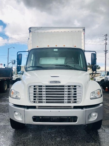 Freightliner M2 106 2016 price $52,900