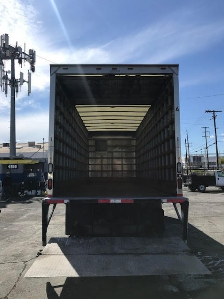 Freightliner M2 106 2013 price $29,750