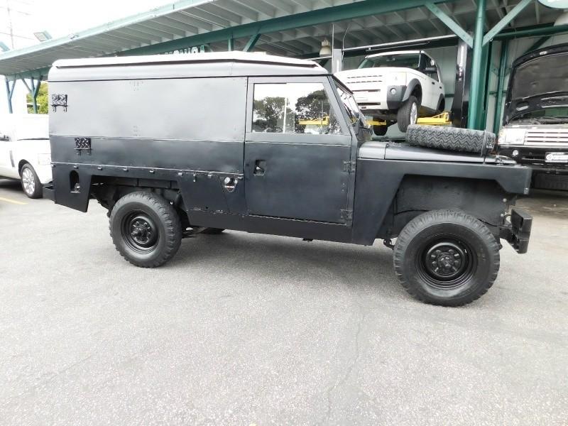 1982 Land Rover Defender 109 Military Edition Santa