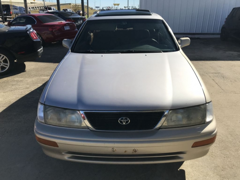 Toyota Avalon 1997 price $2,300 Cash