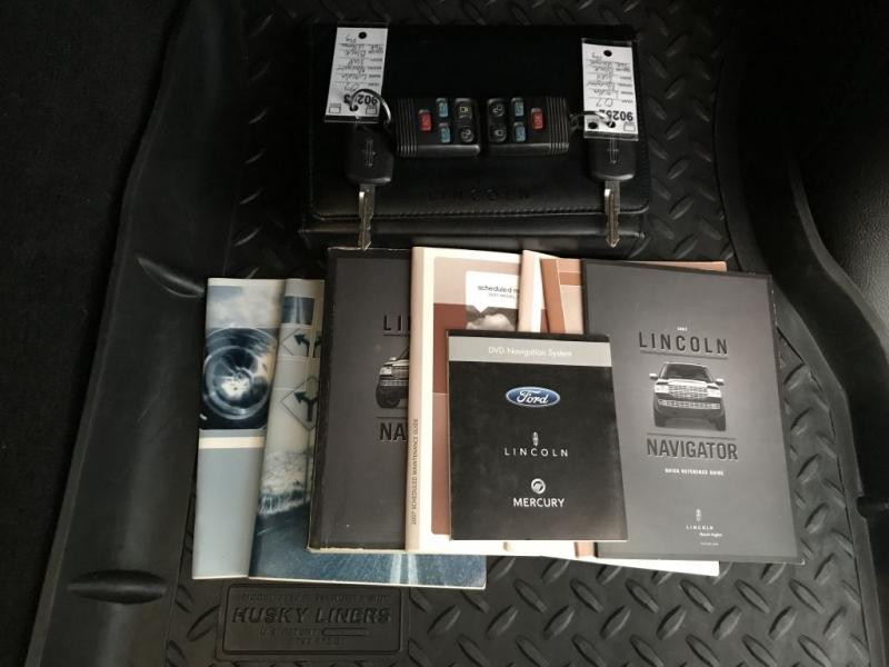 Lincoln Navigator 2007 price $11,995