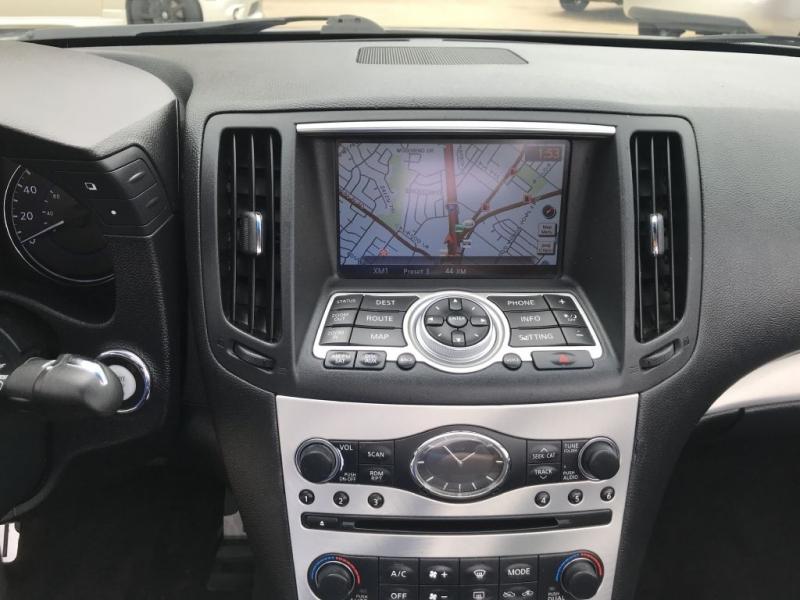 Infiniti G37 Convertible 2011 price $13,995