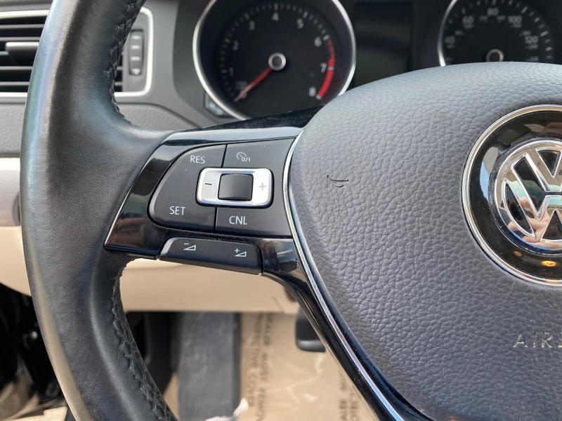 Volkswagen Jetta 2015 price $8,999