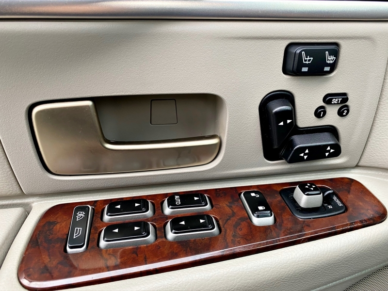 Lincoln TOWN CAR 2006 price $5,499