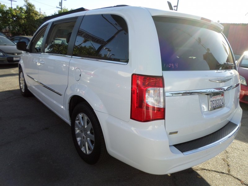 Chrysler Town & Country 2014 price $9,950