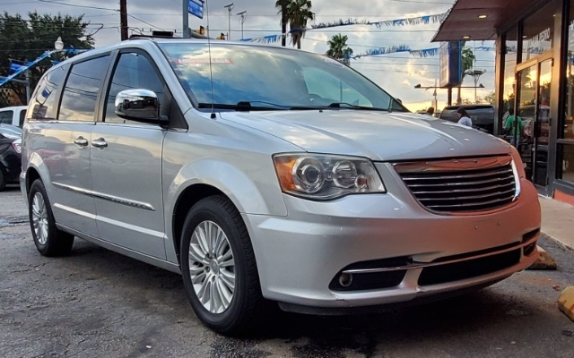 Chrysler Town & Country 2012 price $10,999