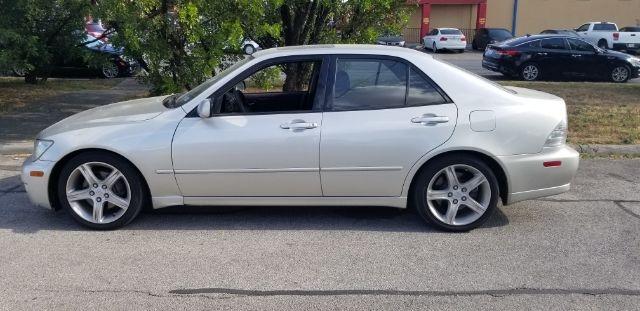 Lexus IS 300 2001 price $3,200