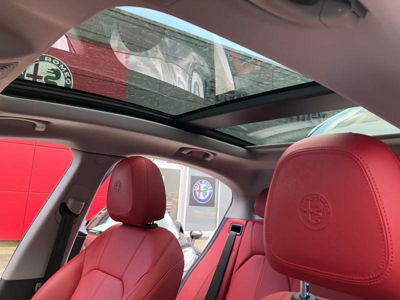 Alfa Romeo Stelvio 2018 price $48,999