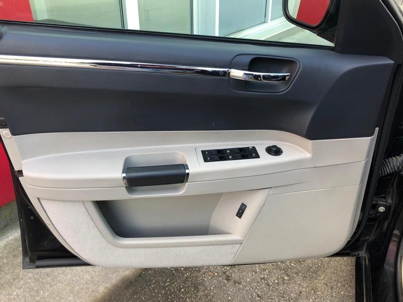 Chrysler 300 2006 price $16,888