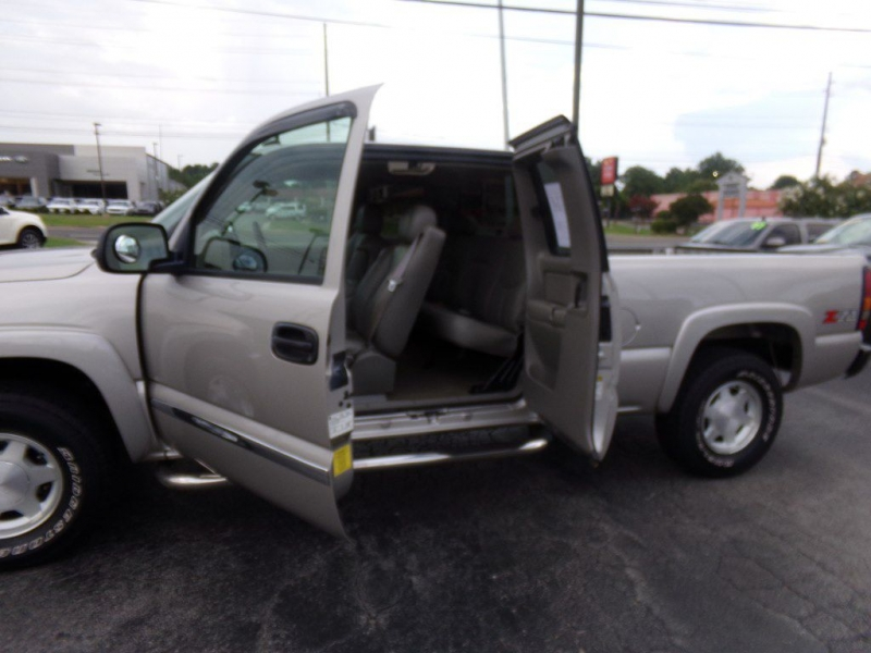 GMC NEW SIERRA 2004 price Call for price