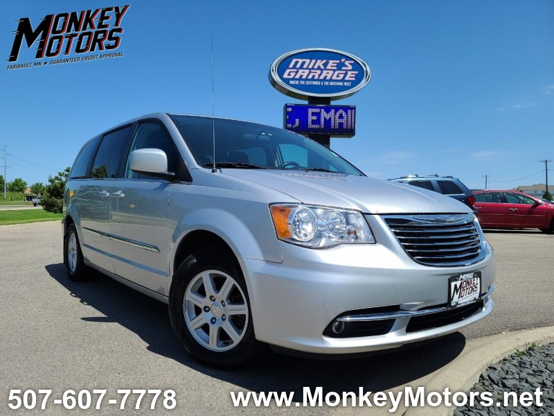 Chrysler Town and Country 2011 price $6,995