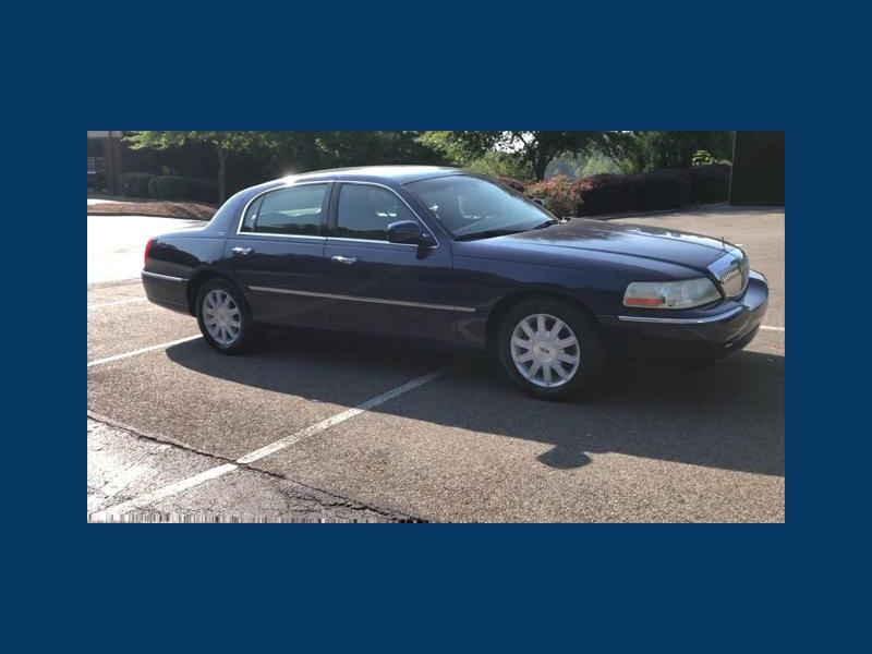 Lincoln Town Car 2011 price $6,599