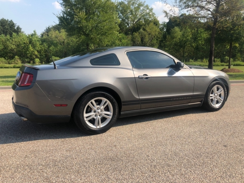 Ford Mustang 2011 price $6,495