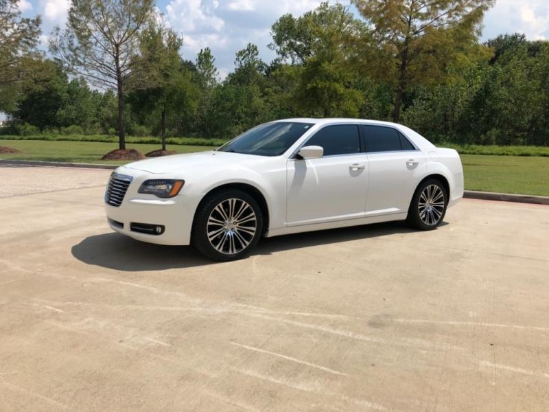 Chrysler 300-Series 2012 price $9,995