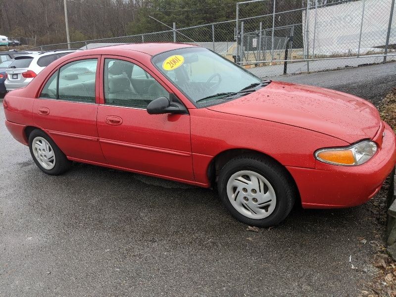 FORD ESCORT 2001 price $995