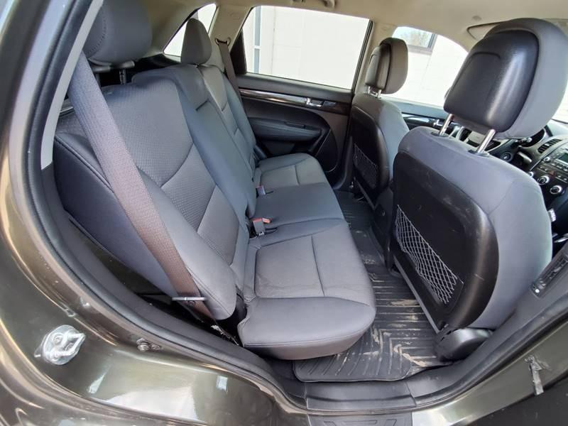 Kia Sorento 2012 price $5,500