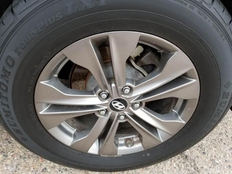 Hyundai Santa Fe 2013 price $13,977