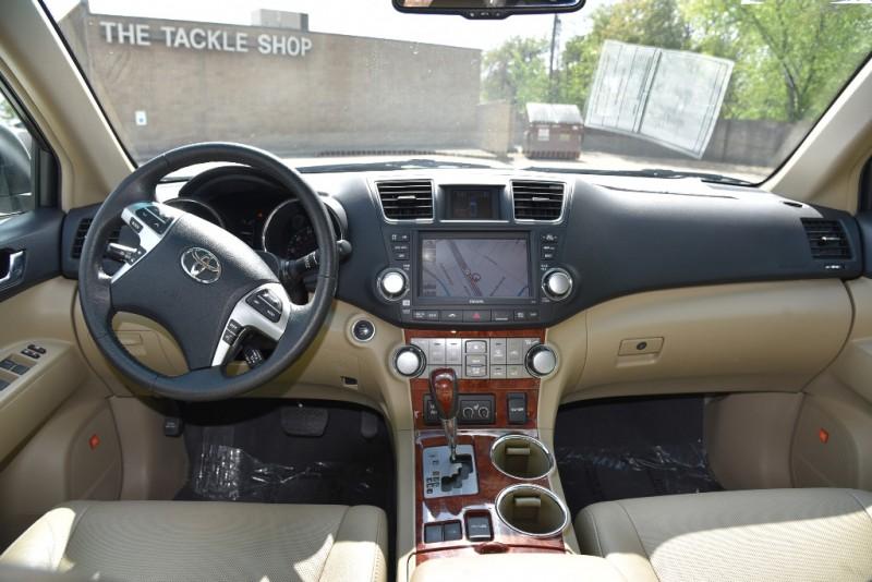 Toyota Highlander 2012 price $20,950