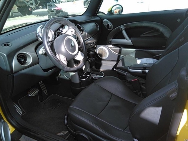 MINI Cooper 2005 price $2,950