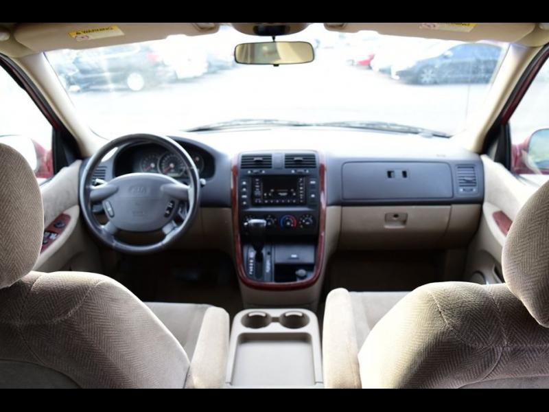 Kia Sedona 2002 price $2,500